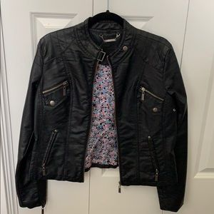 Tops - Leather jacket (fake leather)